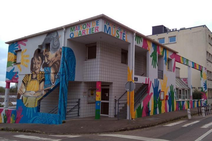 Œuvre d'Ecloz sur la maison de quartier Mustel