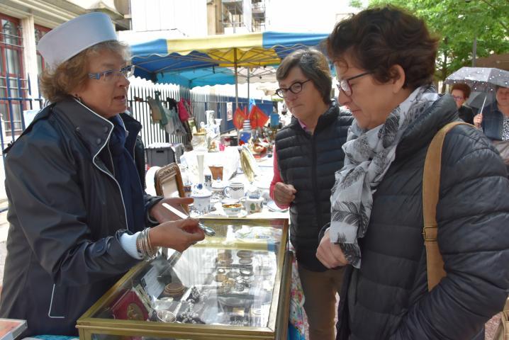 Six brocanteurs occupent la rue Eugène-Boudin chaque jour jusqu'au 15 juin