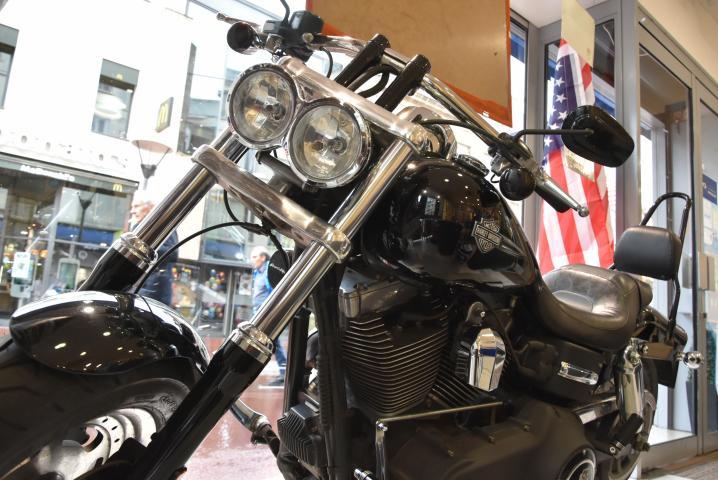 Exposition et défilé de voitures et de motos américaines au quartier Saint-Sever