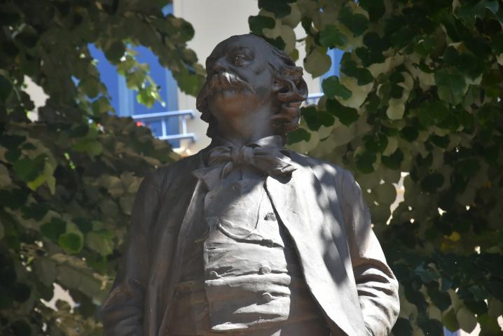 Le géant Flaubert, dont la statue trône sur la place des Carmes, arrive en tête des personnalités littéraires qui ont marqué l'histoire de Rouen