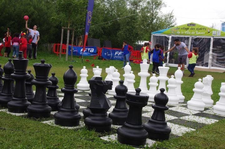 Jeu d'échecs géant sur le Village des sports