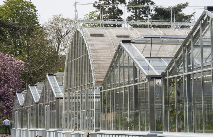 Le groupe des 7 serres vue du jardin des plantes vu de face