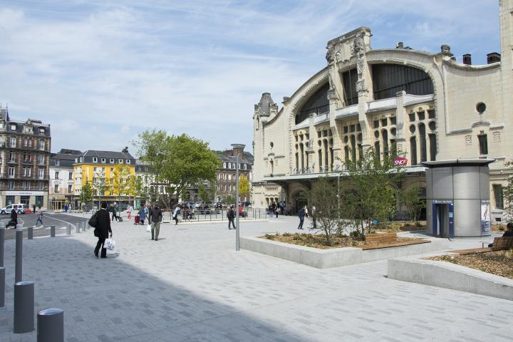 Vue du parvis de la gare SNCF de Rouen