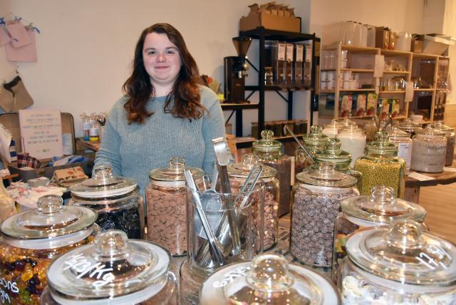"""Maeva Ozenne dans sa boutique """"Contre-poids"""""""