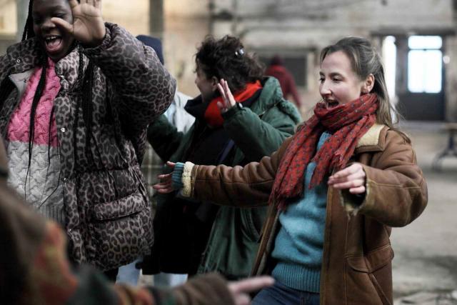 """Audrey Lamy et Déborah Lukumuena dans """"Les invisibles"""""""