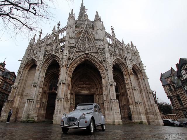 2cv Citroën sur la place Barthélémy de Rouen
