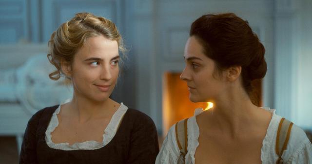 """Adèle Haenel et Noémie Merlant dans """"Portrait d'une jeune fille en feu"""""""