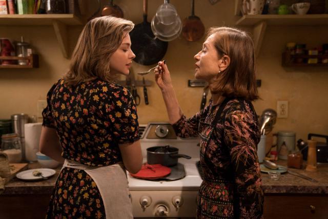 """Isabelle Huppert et Chloë Grace Moretz dans """"Greta"""""""