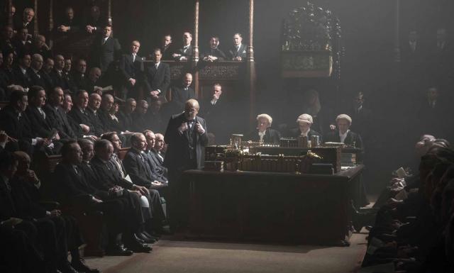 """Photo extraite du film """"Les heures sombres"""""""