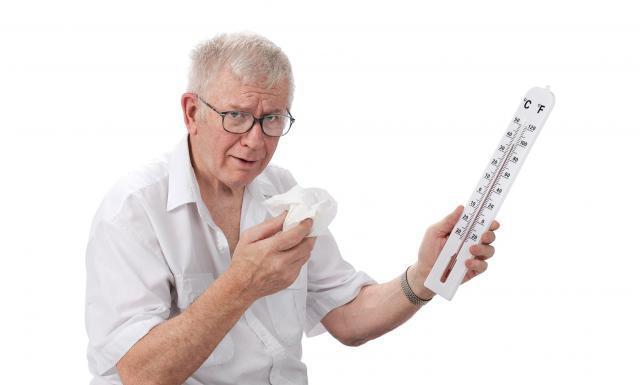 Forte chaleur, un homme tient un thermomètre