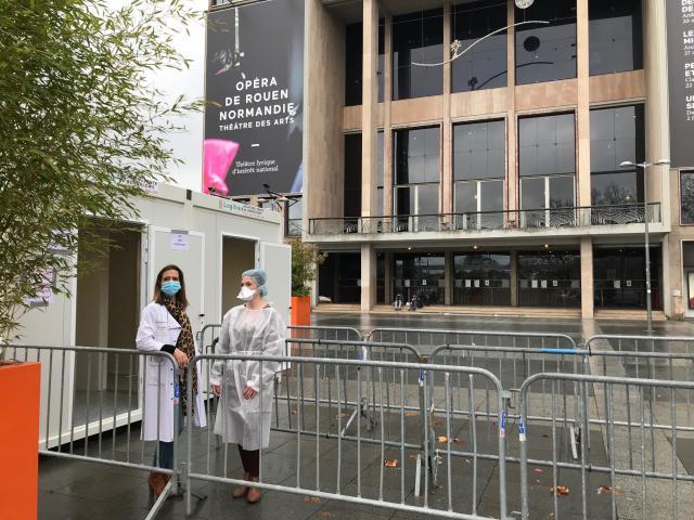 Le nouveau centre de dépistage Covid-19 devant le théâtre des Arts