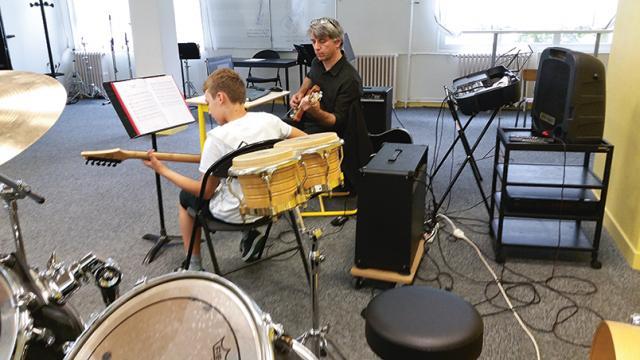 cours de guitare à l'école de musique - crédit : Hervé Debruyne