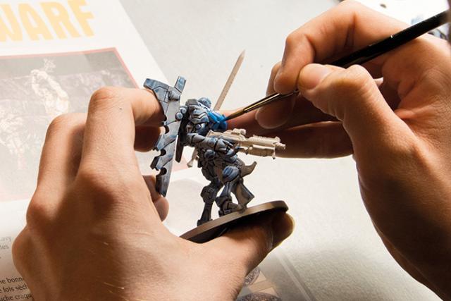 Figurine peinte à la main