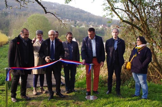 Le maire de Rouen, Yvon Robert, coupe le ruban