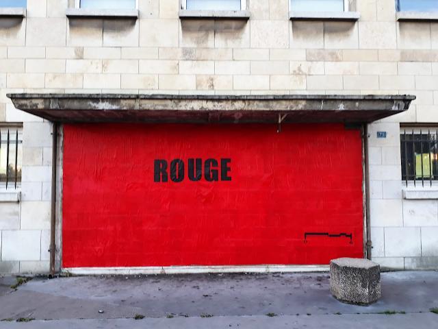 Mur peint en rouge