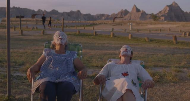 """Linda May et Frances McDormand dans """"Nomadland"""""""